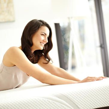 Simmons-BeautyrestLos-Angeles-Mattress-Pros-wholesale-mattress-best-priced-los-angeles-mattress-stores---woman